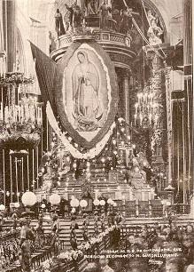 Interior de la Catedral Metropolitana de la ciudad de México durante el Congreso Nacional Guadalupano de 1931
